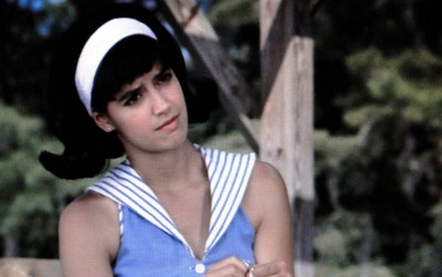 Phoebe Cates as Carson