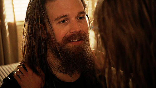 4x01-Out-sons-of-anarchy-25227887-500-281